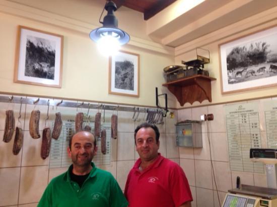 "Vega Apartments: ""Bora"" magasin de Louza à Chora : Evagelistrias street"