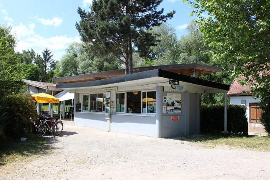 Plobsheim, Франция: Buvette aux Sept Ecluses gérée par l'Association Le Giessen