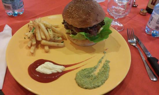 Montespertoli, Włochy: Hamburger