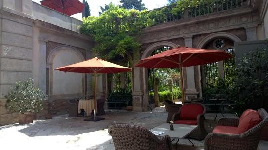 Bernalda, Italia: courtyard and garden entrance