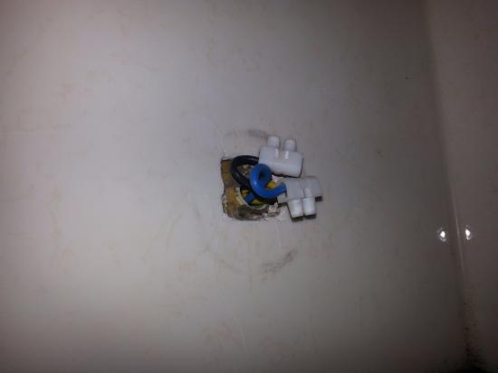 Hotel Agora : электроприборы в ванной