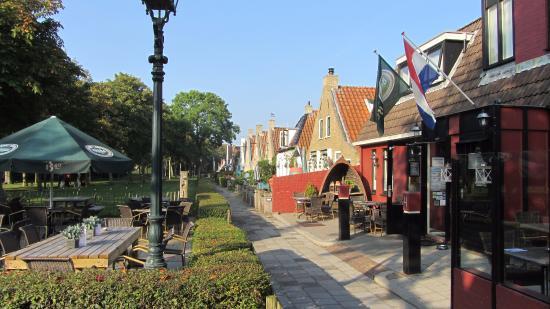 Schiermonnikoog, Países Bajos: Eilander huisjes naast het hotel