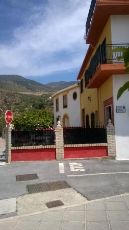 Vélez de Benaudalla, España: View of accommodation