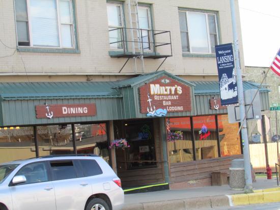 Miltys lansing ristorante recensioni numero di for Affitti di cabina iowa lansing ia