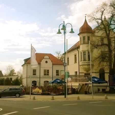 Weinböhla, Tyskland: Eingang Restaurant Zentralgasthof mit Außenterrasse zu jeder Jahreszeit