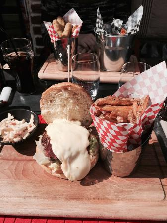 Manhattan Resto Burger