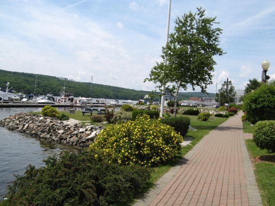 Bucksport, ME: Walk by the municipal marina.