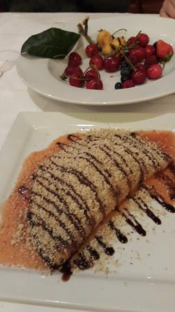 Stobrec, Kroatien: pancakes with fruit filling