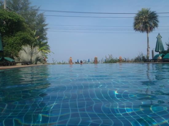 Khaolak Orchid Beach Resort: Adult Only infinity pool. Early morning bliss!