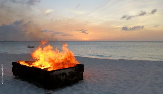 The Somerset on Grace Bay: Beach BBQ Bon Fire