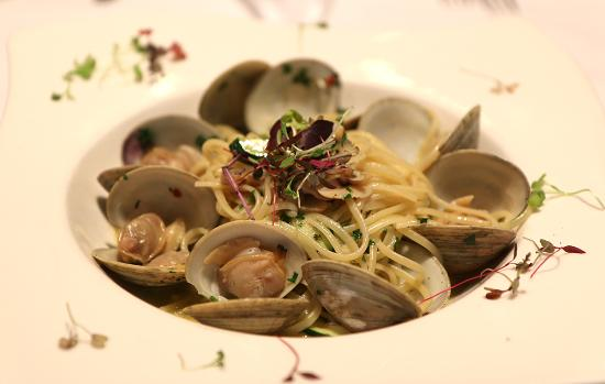 Englewood Cliffs, NJ: Linguni & clams- lunchtime favorite