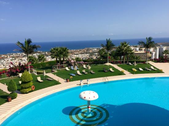 villa mit garten und pool - picture of royal heights resort, malia, Hause und garten