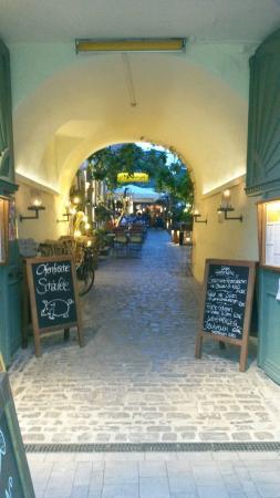 Der Eingang In Den Hinterhof Bild Von Hinterhofle Volkach