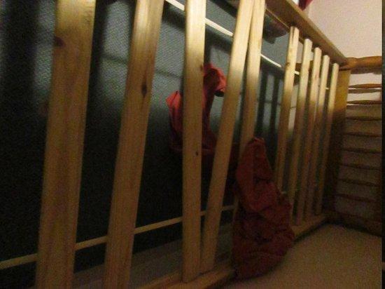D'Altons Resort: broken slats on the bunk bed