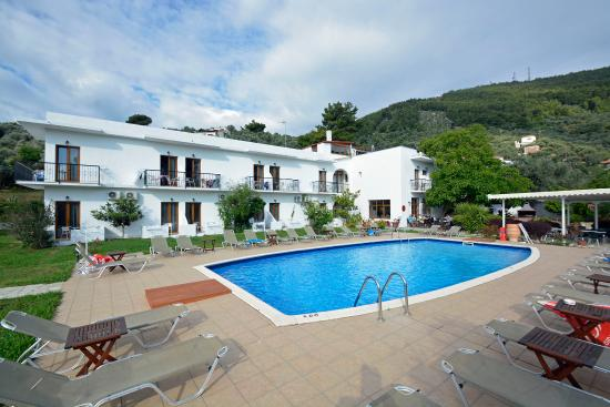 Hotel galini picture of hotel galini skiathos town for Skiathos town hotels