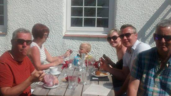 Torridon, UK: Al fresco dining in the sunshine