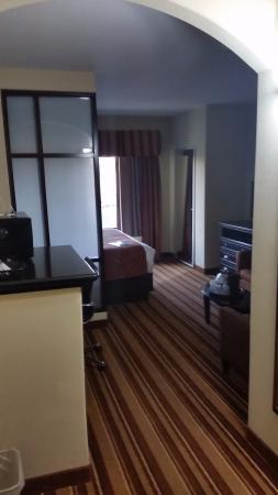 Comfort Suites Topeka: View from doorway