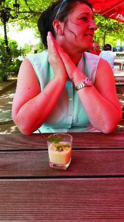 Hagenbach, Germania: Süppchen im Glas mit einem Teelöffel serviert !!!