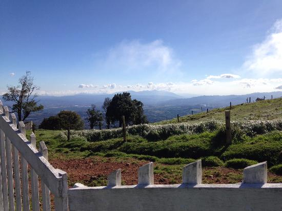 Altura Hotel: Views of Alajuela