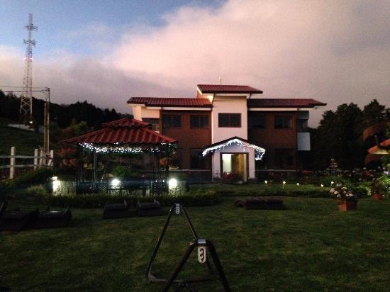 Altura Hotel: Main building
