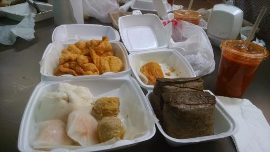 Монтерей-Парк, Калифорния: Fried Wonton, Chicken Sticker, Pork Bun, Har Gow, Siu Mai, Sticky Rice