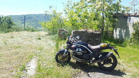 Pellegrino Parmense, Ιταλία: Parcheggio moto :)