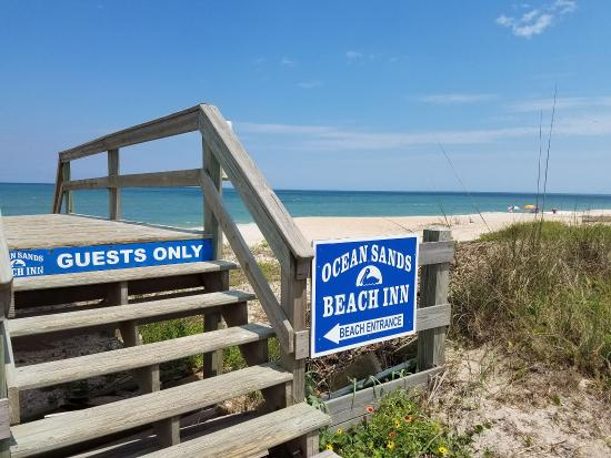 Ocean Sands Beach Inn: Beach Entrance