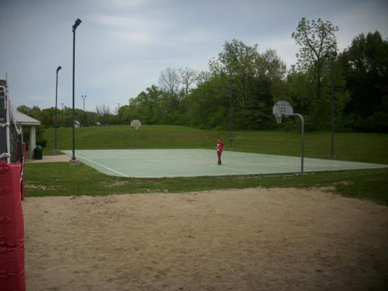 Sheridan, IL: basketball court