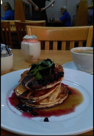Cafe Conor: Pancakes with blueberries and banana