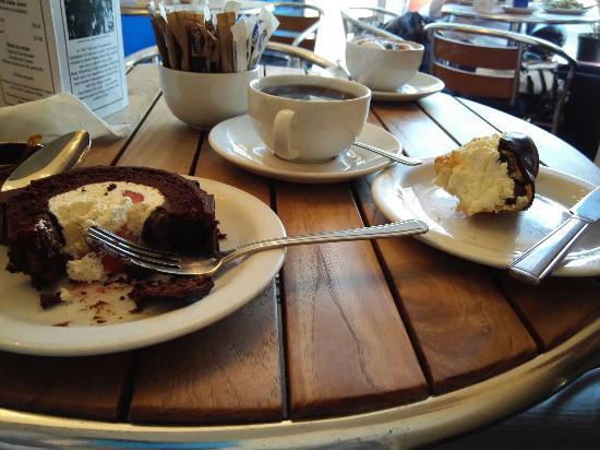Aberaeron, UK: Amazing gluten free cakes, home baked and stunning