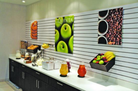 Hollister, MO: Breakfast Area
