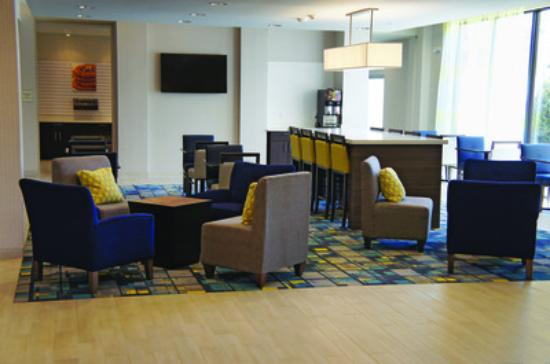Hollister, MO: Lobby Sitting Area