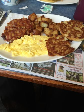 Barrington, Nueva Hampshire: Conred Beef Hash, Home Fries, Scrambled Eggs & Grilled English