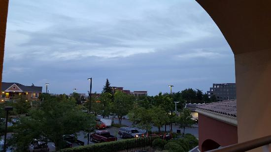 Rancho Cordova, CA: View from the 3rd floor waiting area for the elevator.