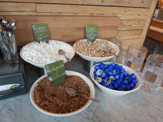 ฮุฟด์ดอร์ป, เนเธอร์แลนด์: cream & sugar, take as much as you like for your coffee.