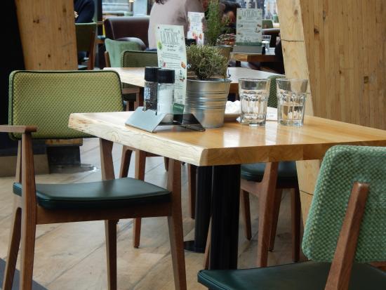 ฮุฟด์ดอร์ป, เนเธอร์แลนด์: the restaurant is super clean to enjoy a lunch.