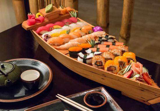 Tanoshii : Barco de sushi