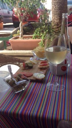 Rokoko: Wine and nibbles...perfect...