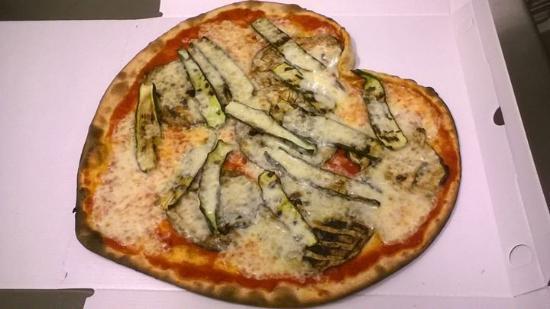 Albignasego, Italia: una pizza a cuore pure! :)