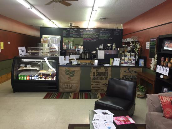 Madeline's Cafe and Bakery: Friendly lunch counter