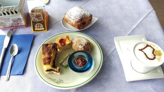 Hotel Ariston : Breakfast - sweet!