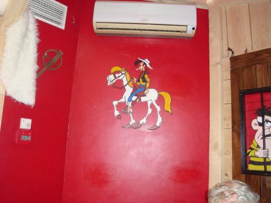 Luneville, Francja: Lucky Luke en bois peint