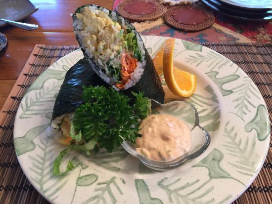 Sedona Bear Lodge: Sushi Burrito for breakfast created by the host tastes as delicious as it looks!