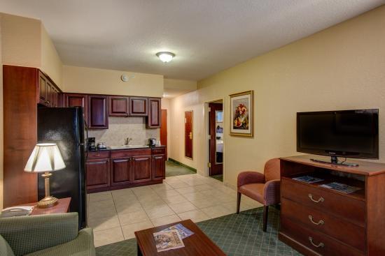 Bowling Green, FL: Full Size Kitchen