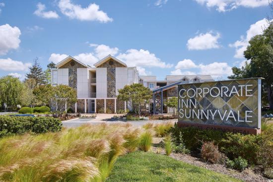 Corporate Inn Sunnyvale : Exterior with sign