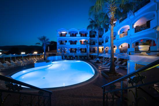 Atlantis Hotel: Pool night