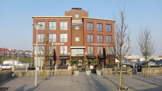 IJmuiden, Nederland: hotel op grens van het havengebied