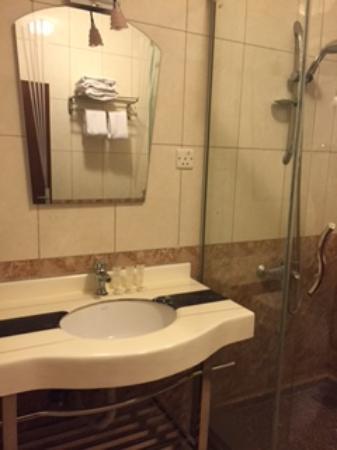 Al Qidra Hotel: Clean bathrooms