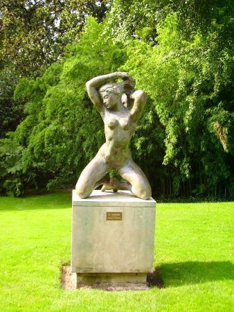 Statue dans le jardin des plantes photo de jardin des for Entretien jardin angers