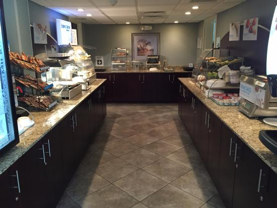 Holiday Inn Express Hotel And Suites Merrimack: The awesome breakfast buffet - so big I couldn't get it all in!